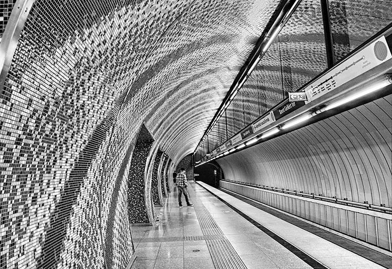 Janos Szabo - CURVES IN THE METRO