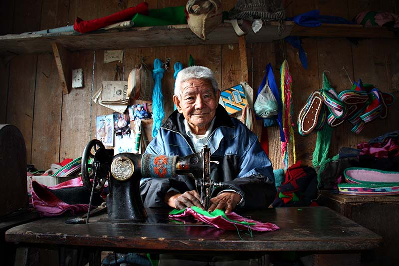Szepesi Julianna - Tibetan shoe maker